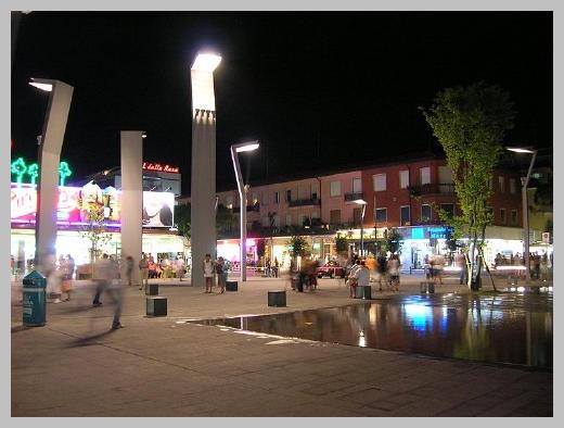Площадь Маззини вечером