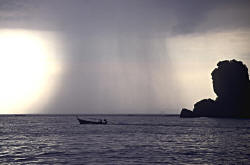 Тайланд: дожди на Самуи затопили пляжи